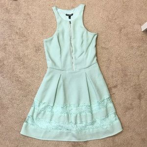 Mint Express Dress Size 0 with pockets